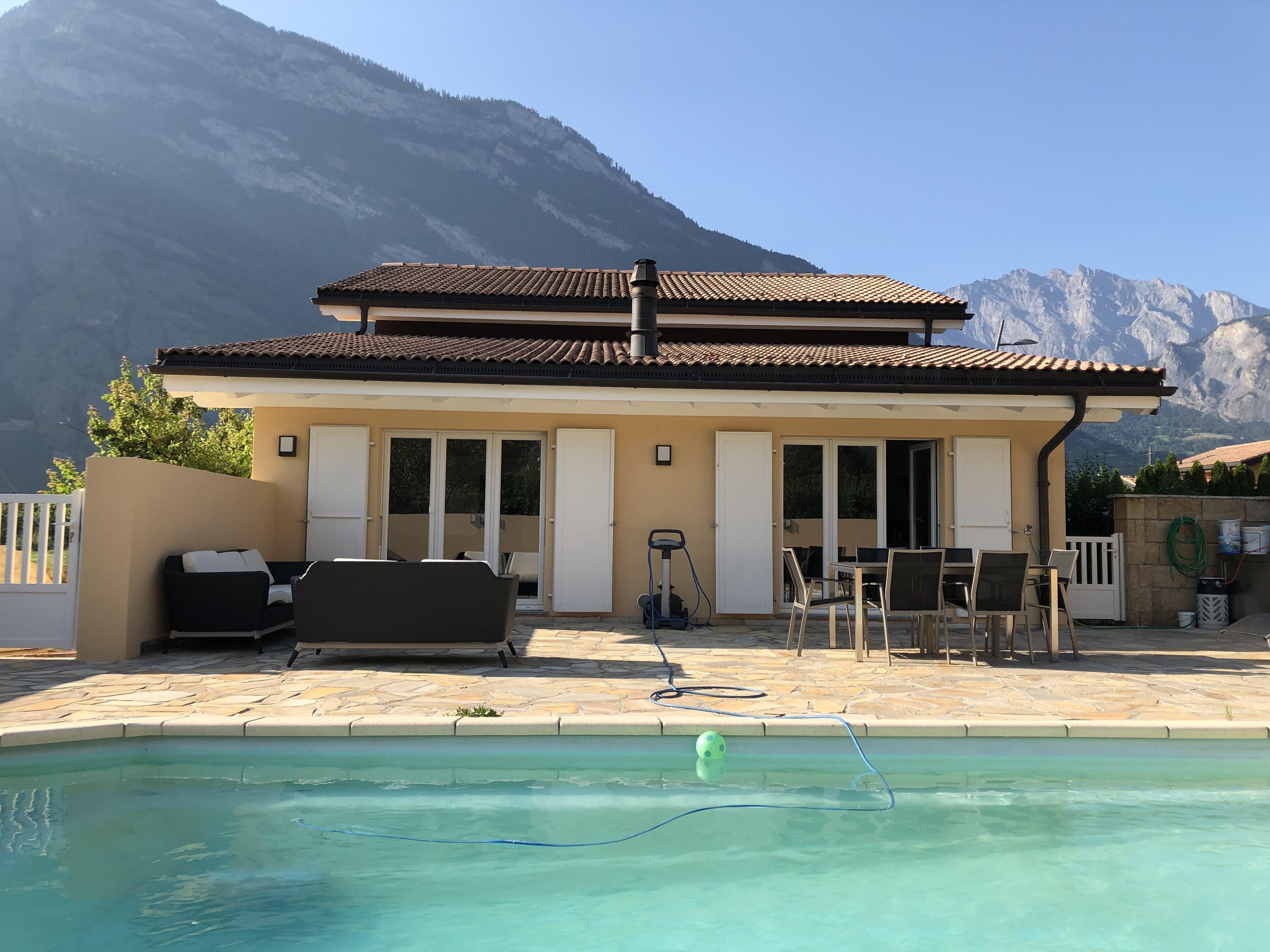 Magnifique Villa avec piscine édifiée dans le quartier résidentiel à Saxon